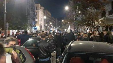Coprifuoco e nuovo lockdown, proteste in strada a Salerno contro De Luca