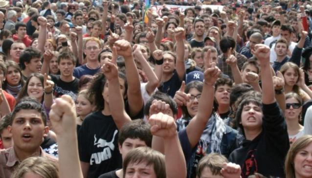 Problema riscaldamenti nelle scuole salernitante: gli studenti in piazza