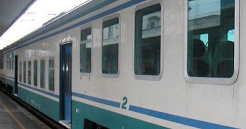 Senza biglietto sul treno: nigeriano aggredisce il controllore