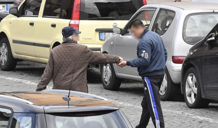 Arrestati 8 parcheggiatori abusivi a Salerno