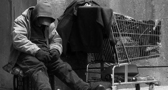 Trovato uomo senza vita in un parco nel salernitano