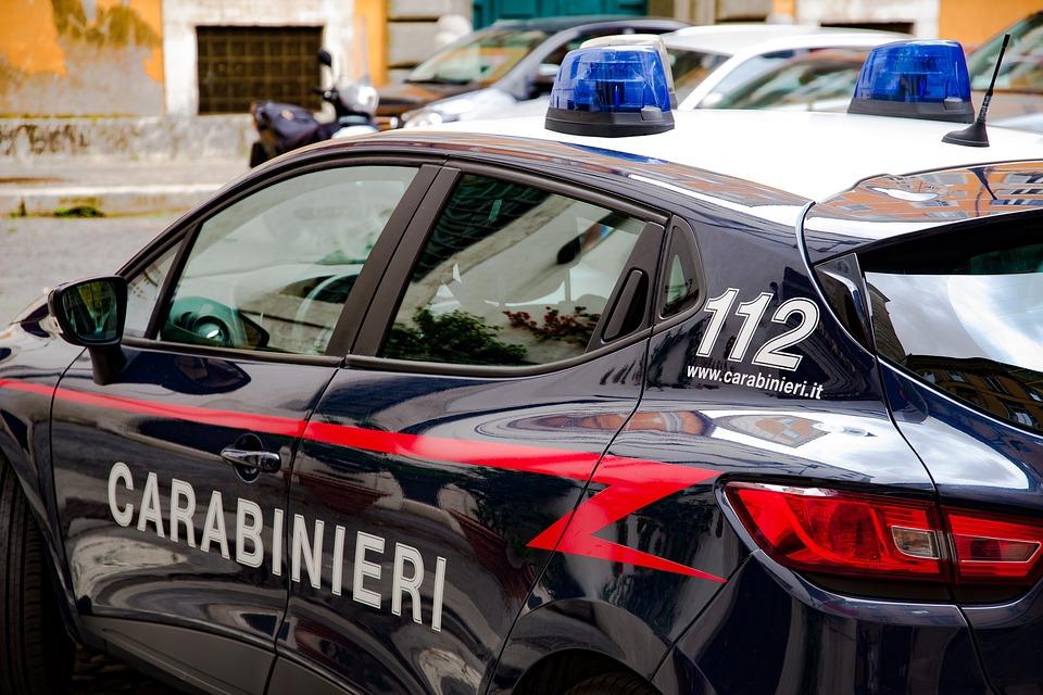 Denunciato 35enne: ha offerto 100 euro ad una 12enne per salire in auto