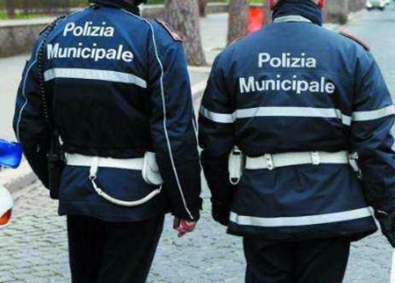 Salerno: vigili urbani aggrediti sul Lungomare