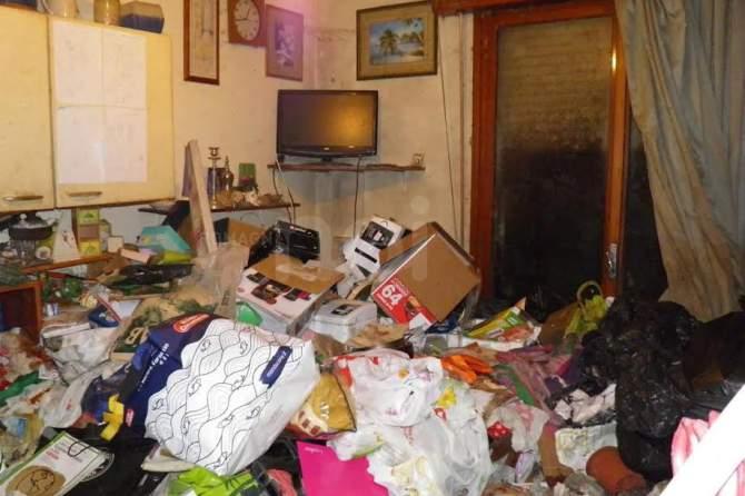 Scafati: madre e figlia vivono tra rifiuti ed immondizia, intervengono i Carabinieri
