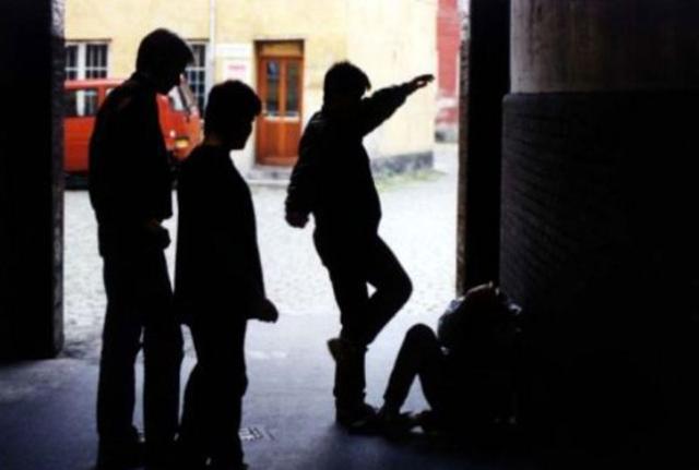 14enne pestato da una baby gang finisce in ospedale