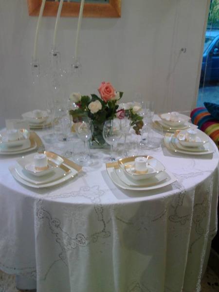 Un tavolo raffinato veste Mikasa