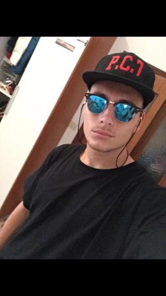 Cappelli Personalizzati Salerno - Planet Video  11a6d3542c32