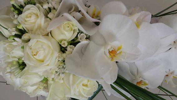 Bouquet Sposa Pendente Rose Lisanthus e Phalaenopsis