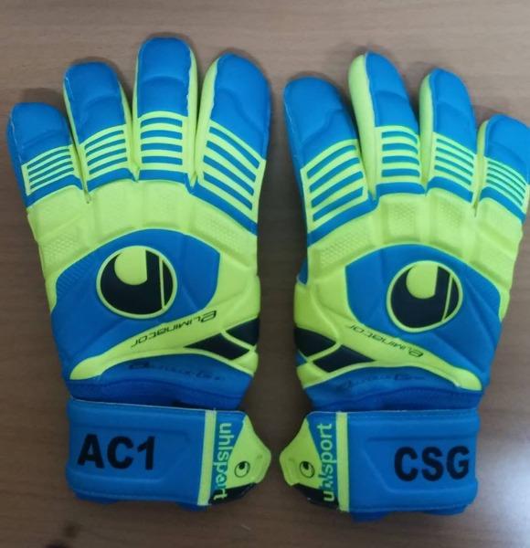 Ricamo su guanti da calcio
