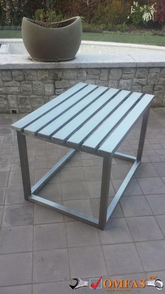 Tavolo reggivaso in acciaio inox