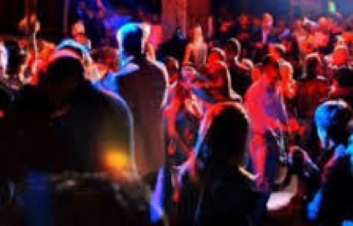 Violenza in discoteca, ragazzo picchiato da tre buttafuori