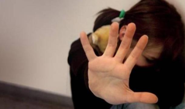 25enne abusava della cuginetta. Finisce a processo