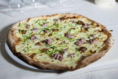 Pizza Rifugio... Pizza ai 5 Cereali con Zucchine Julienne, Salsiccia, Porcini, Olio EVO e Mozzarella di Bufala Campana