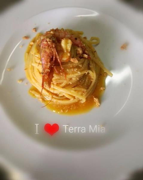 Linguine con datterino giallo gambero rosso di Mazara del Vallo e sbriciolata di tarallo napoletano