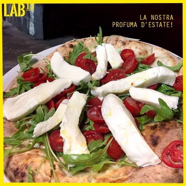 L'impasto lievitato naturalmente fino a 72 ore rende la nostra pizza leggera.