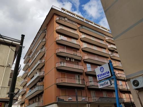Vendesi Mercato San Severino sul corso, 2 camere € 110.000