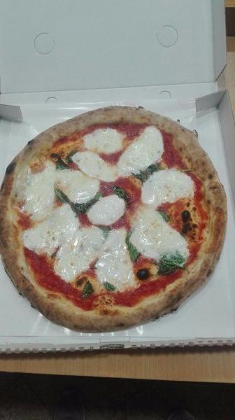 La buona pizza con mozzarella di bufala campana a km 0