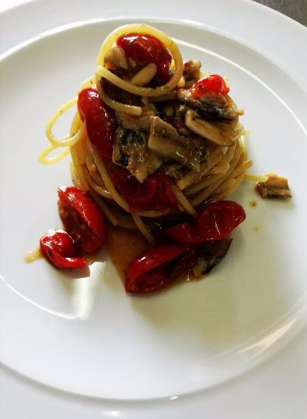 Spaghetto con alici e colatura di Cetara. Gusti unici.