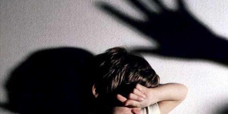 Molestato dal nonno: gli abusi scoperti dalle maestre