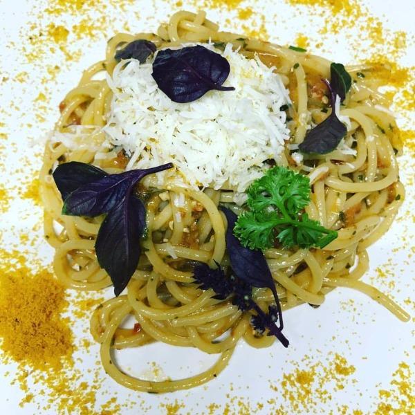 Spaghetti trafilati al bronzo di Gragnano con Bottarga di Tonno di Cetara, Pesto di pomodori secchi e Cacioricotta del Cilento