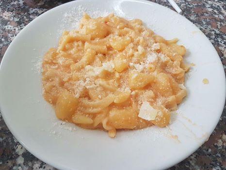 Tutti i venerdì nel nostro menù completo a 8 euro troverete  La pasta e patate con provola