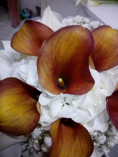 Bouquet Tondo Sposa Ortensie Bianche e Calle Arancio