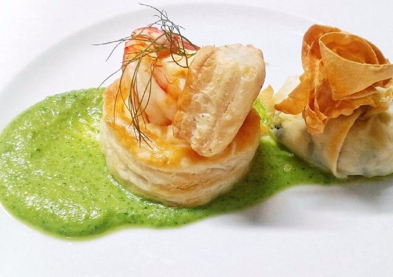 Voulevant con besciamella di gamberi ed erba cipollina con Fagottino di pasta fillo con zucchine e Lampuga al limone Igp Costa di Amalfi