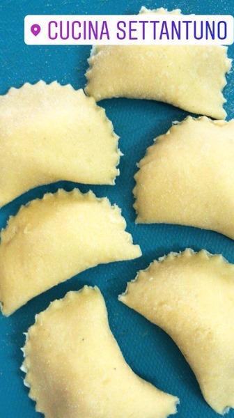 Ravioli fatti a mano ripieni di ricotta di bufala dop