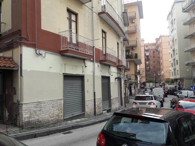 Affittasi Salerno (zona Carmine) - locale commerciale €. 550 mensili.