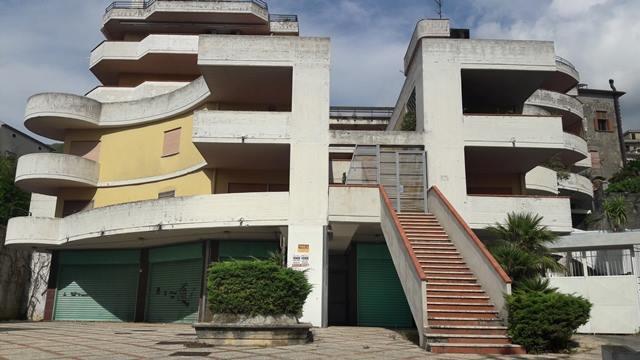 Vendesi a pochi km dall'Università - appartamento mq 100 €. 105.000