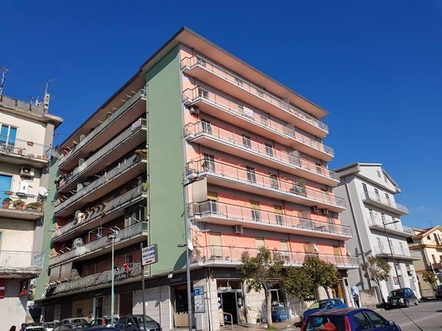 Vendesi Bellizzi sul corso appartamento € 160.000