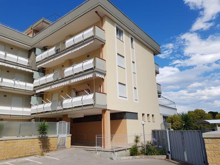 Vendesi loc. Bivio Pratole - appartamento in parco di recente costruzione € 148.000