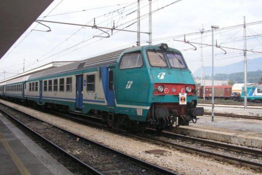 Spray urticante su treno regionale diretto a Sapri