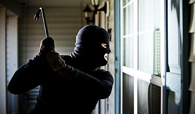 Furto a Baronissi: rapinatore porta via cassa vuota