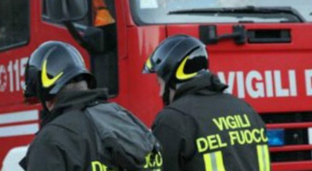 Incendio a Bellizzi. Paura per una bambina ed un anziano