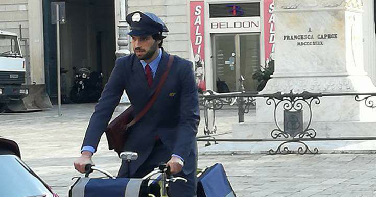 Sorpresa in provincia di Salerno: arriva il postino di Maria De Filippi