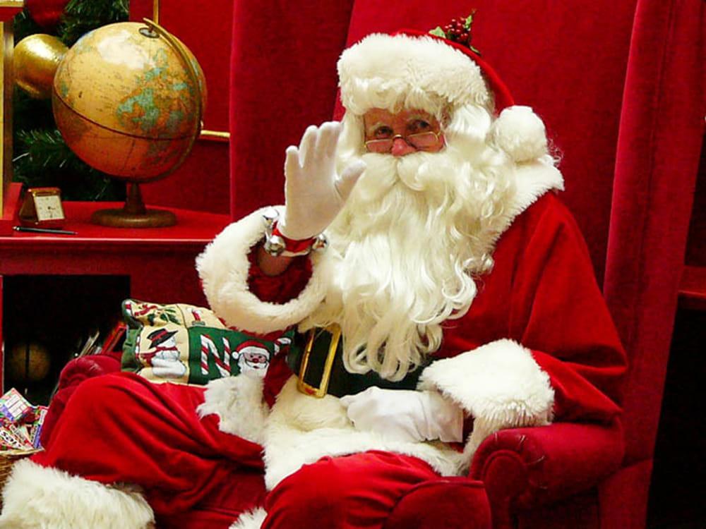 Multato Babbo Natale a Pagani: la casetta non ha i permessi