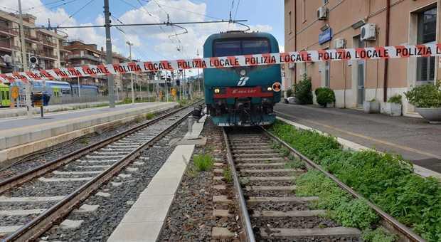 17enne travolto da un treno alla stazione di Angri. È grave