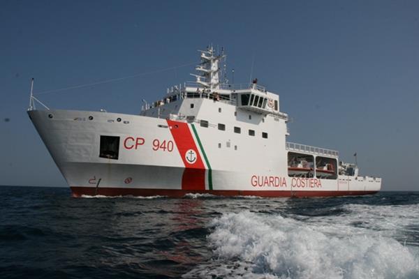 Costiera Amalfitana: Guardia Costiera in azione per salvare due persone