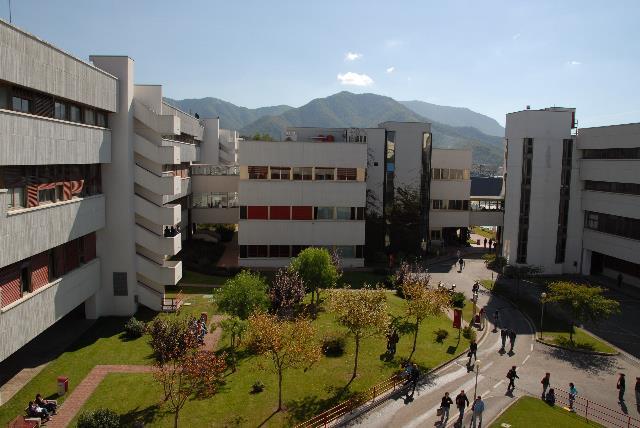 Problema autobus affollati all'università: arriva Striscia la Notizia