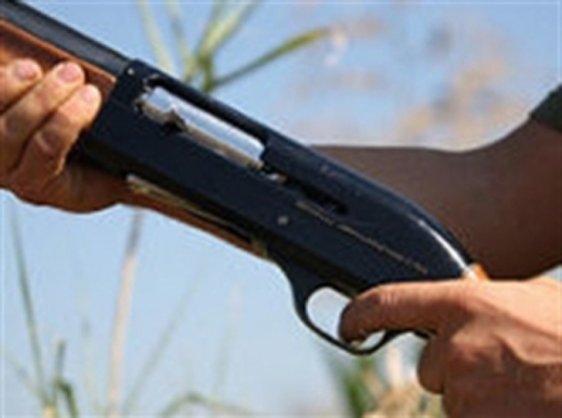 Giovane pulisce un fucile e parte un colpo: ferita una donna