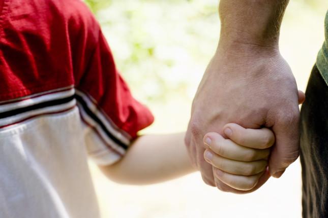 Padre violento ed assente, a 9 anni cambia genitore