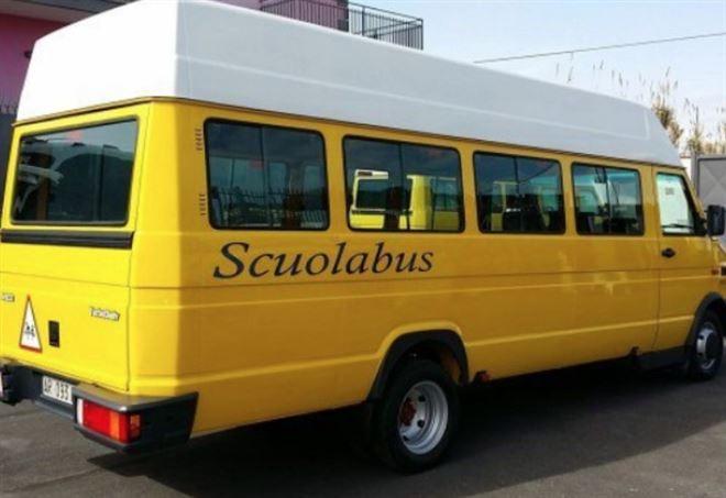 Si ribalta scuolabus nel salernitano: nessun ferito
