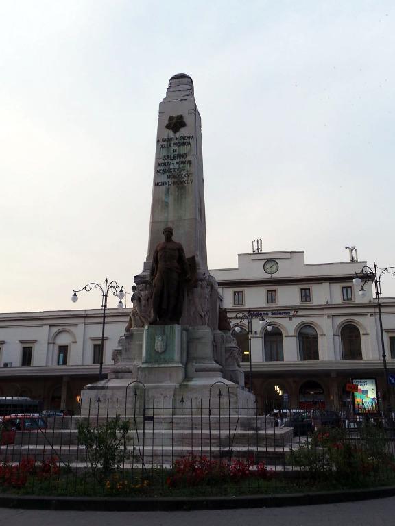 Salerno: lavori di restyling per il monumento ai caduti