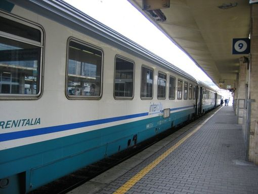 Cadavere sui binari. Bloccati i treni tra Pontecagnano e Montecorvino Rovella