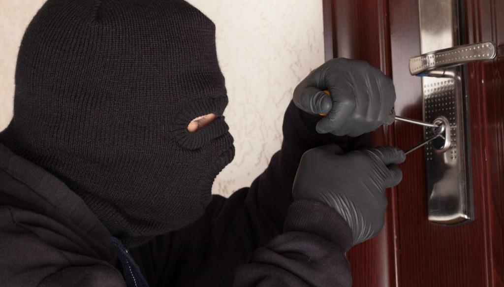 Furti in provincia: ladri ripresi dalle telecamere