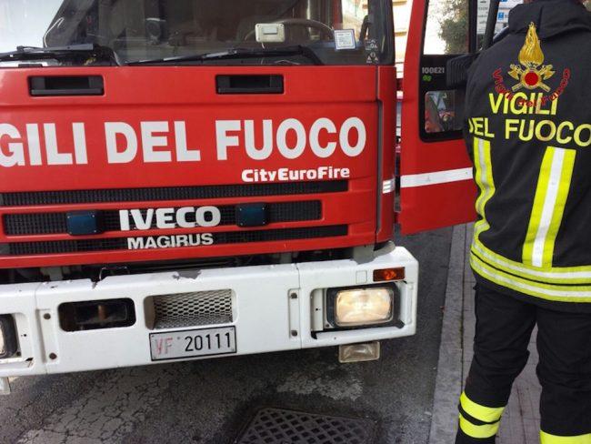 Cava de' Tirreni: a causa del forte vento si stacca parte del tetto dell'ex Di Mauro