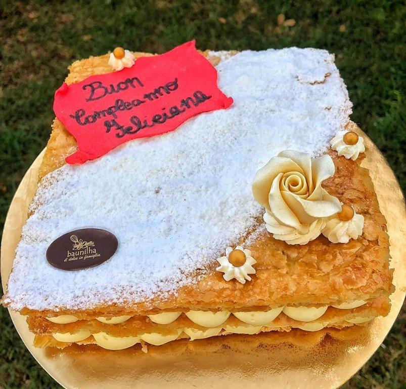 La felicità se avesse una forma..sarebbe di sicuro quella di una fetta di torta