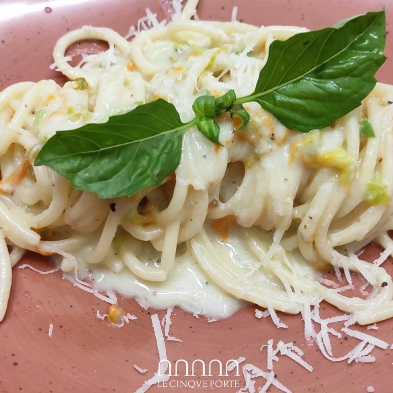 Spaghettoni Cacio Pepe e Fiori di Zucca