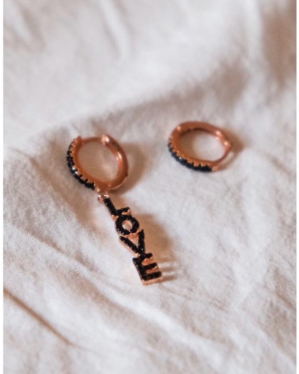 coppia di orecchini #BLACKLOVE in argento 925 rosegold con zirconi neri. 1 basico ed 1 pendente.
